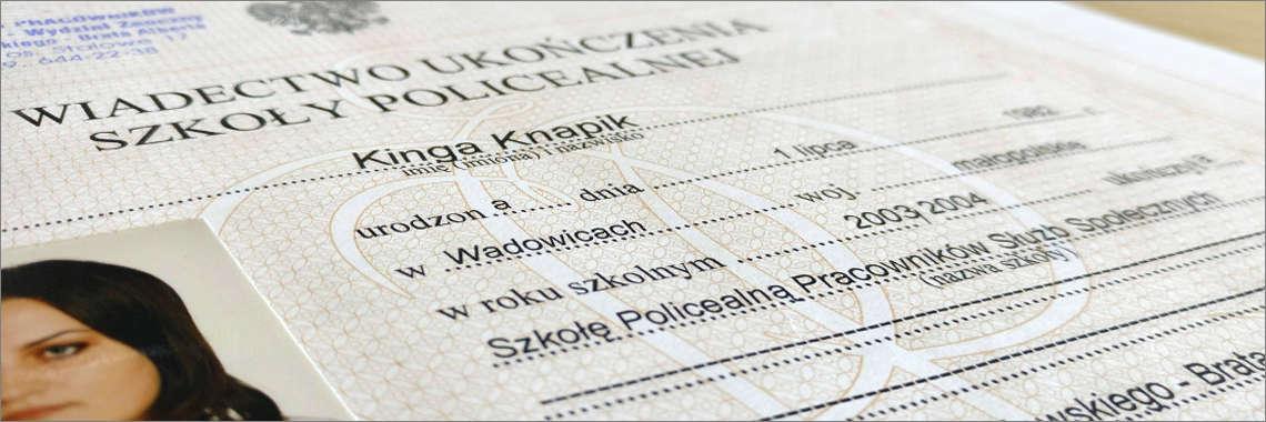 Certificado policial de antecedentes penales adjunto a una Traducción Jurada