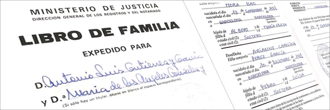 Portada de un Libro de Familia en Español